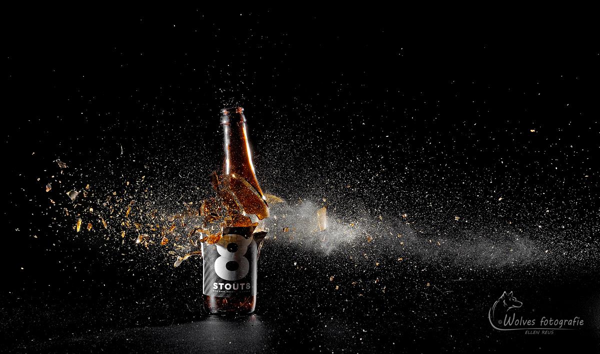 Kapot geschoten bierflesje - Stout 8 - high speed fotografie - Door: Ellen Reus - Wolves fotografie
