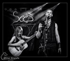 Koen van Egmond en Sara Weeda - Optreden SeeD Pagan Folk tijdens Castlefest 2016 - podiumfotografie - concertfotografie - Door: Ellen Reus - Wolves fotografie
