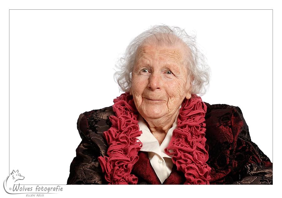 Mevrouw Windhorst op haar 100ste verjaardag - portretfotografie - Door: Ellen Reus - Wolves fotografie