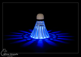 Lichtgevende shuttle - led-shuttle - glow in the dark - badminton - Productfotografie - Door: Ellen Reus - Wolves fotografie