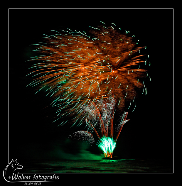 Vuurwerk Scheveningen - Nominee in The 9th annual Photography Masters Cup in the category Still Life - professionals - Creatieve fotografie - Door: Ellen Reus - Wolves fotografie